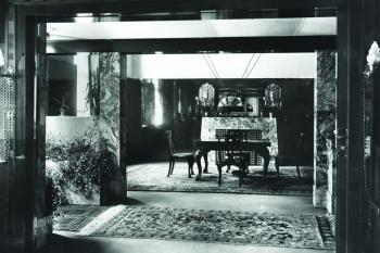 Adolf Loos, byt Wilhelma a Marthy Hirschových v prvním patře v Plachého ulici č. 6 v Plzni, 1907/1908, pohled do jídelny